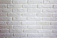 alte Backsteinmauer Weiße gemütliche Ziegelsteine am hellen Hintergrund lizenzfreies stockfoto