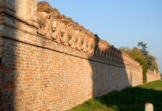 Alte Backsteinmauern des Landhauses Sartori, das ist im Land von Candiana in der Provinz von Padua in Venetien (Italien) Lizenzfreie Stockbilder