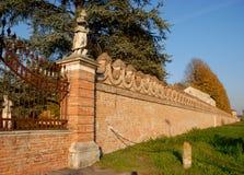 Alte Backsteinmauern des Landhauses Sartori, das ist im Land von Candiana in der Provinz von Padua in Venetien (Italien) Lizenzfreie Stockfotos