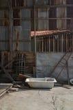 Alte Badewanne in verlassenem Haus Stockfotografie