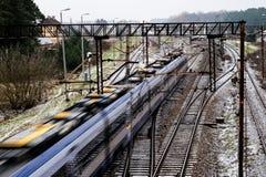 Alte Bahn am Bahnhof Winterlandschaft von Bahn-trac Lizenzfreie Stockbilder