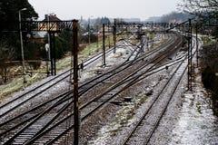 Alte Bahn am Bahnhof Winterlandschaft von Bahn-trac Stockbilder