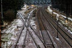 Alte Bahn am Bahnhof Winterlandschaft von Bahn-trac Stockfotografie