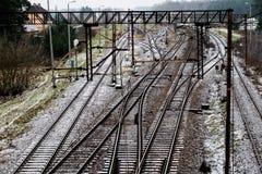 Alte Bahn am Bahnhof Winterlandschaft von Bahn-trac Lizenzfreie Stockfotos