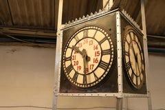 Alte Bahnhofsuhr Stockfotos