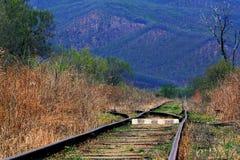 Alte Bahnlinie in den Bergen Stockfotografie