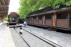 Alte Bahnplattform des touristischen Besuchs im redtory kreativen Park, Guangzhou-Stadt, Porzellan Lizenzfreies Stockfoto
