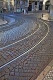 Alte Bahnstrecken auf cobbled Straßendecke Lizenzfreies Stockbild
