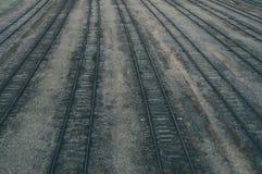 Alte Bahnstrecken an der Bahnstation Stockfotos