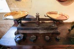 Alte Balance in der Küche von Chateau de Chenonceau Stockfotos