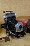 Alte Balgkamera mit Film Lizenzfreie Stockfotos