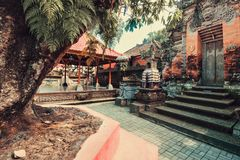 Alte Balinesestatuen, Hinduismus stockfotos