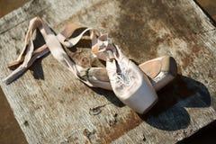 Alte Ballett pointe Schuhe Lizenzfreie Stockfotografie