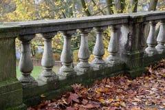 Alte Balustrade/Details Stockfotos
