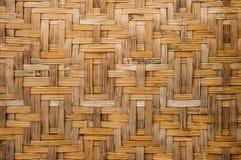 Alte Bambuswand des thailändischen Hauses in der Landschaft Lizenzfreie Stockfotos