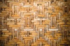 Alte Bambuswand des thailändischen Hauses in der Landschaft Lizenzfreie Stockfotografie