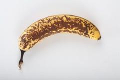 Alte Banane auf weißem Hintergrund Stockfoto