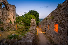 Alte Barfestung ummauert Nachtblitz Stockfoto
