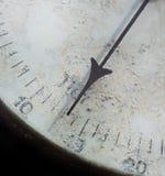 Alte Barometernahaufnahme der Meternadel Stockfotografie