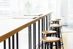 Alte barra e sedia moderne della tavola Fotografie Stock