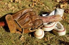 Alte Baseball-Ausrüstung Stockbilder