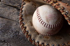 Alte Baseball-Ausrüstung Lizenzfreie Stockfotos