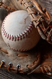 Alte Baseball-Ausrüstung Stockfotos