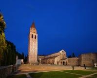 Alte Basilika Aquileia bis zum Nacht Stockfoto