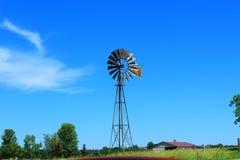 Alte Bauernhof-Windmühle Lizenzfreies Stockbild