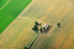 Alte Bauernhoffelder des Weizens und des Grases Stockbilder