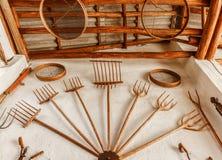 Alte Bauernhofwerkzeuge hergestellt vom Holz Lizenzfreies Stockbild