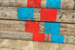 Alte Baugerüstplanken auf Baustelle Stockfotos