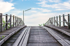 Alte Bauholz-Brücke Stockfoto