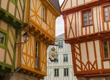 Alte Bauholz-gestaltete Häuser in Vannes, Bretagne Stockbilder