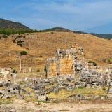 alte Bauspalte und römische die Tempelgeschichte pamukkal Stockfotografie
