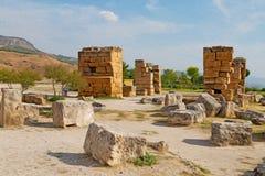 alte Bauspalte und römische die Tempelgeschichte pamukkal Lizenzfreie Stockbilder