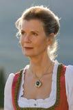 Alte bayerische Frau im traditionellen Kleid Lizenzfreie Stockfotos