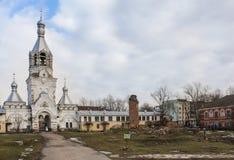 Alte Beerdigung im Kloster Lizenzfreie Stockfotografie