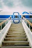 Alte befestigte Leiter zu den Flugzeugen Stockfotografie
