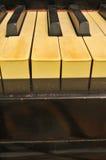 Alte befleckte Klaviertasten   Stockfotografie