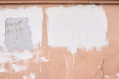 Alte beige Farbe Ungleiche Beschichtung Weiße Anschläge Stockfotos