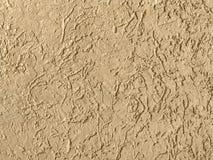 Alte beige Wand bedeckt mit ungleichem Gips Stockfoto