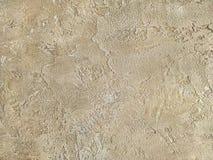 Alte beige Wand bedeckt mit ungleichem Gips Beschaffenheit Sand-Steinoberfläche der Weinlese der schäbigen, Nahaufnahme Lizenzfreie Stockbilder