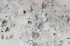alte beige Wand mit Schalengips für Hintergrund Lizenzfreie Stockfotos