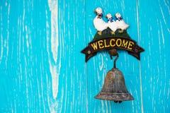 Alte Bell-Tür im weichen Licht Stockfotografie