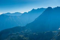 alte belle montagne del Tatra nella foschia Immagini Stock