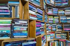 Alte benutzte Bücher im Verkauf in der FreienFlohmarkt im Netherland Lizenzfreies Stockfoto