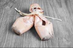 Alte benutzte Ballett pointe Schuhe Lizenzfreie Stockbilder