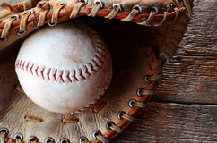 Alte benutzte Baseball-Ausrüstung Lizenzfreies Stockfoto