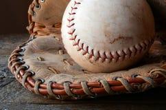 Alte benutzte Baseball-Ausrüstung Stockfoto
